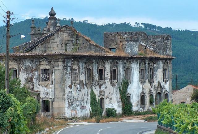 monumentos em ruínas