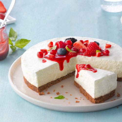 Cheesecake com molho de frutos vermelhos