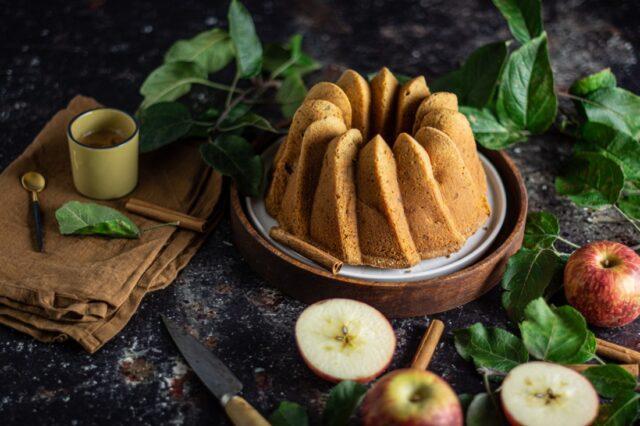 Bolo de maçã e noz
